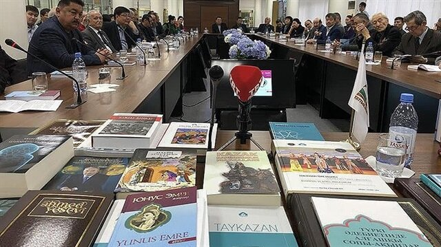 Yunus Emre'nin 100 şiiri Kazakçaya çevrildi
