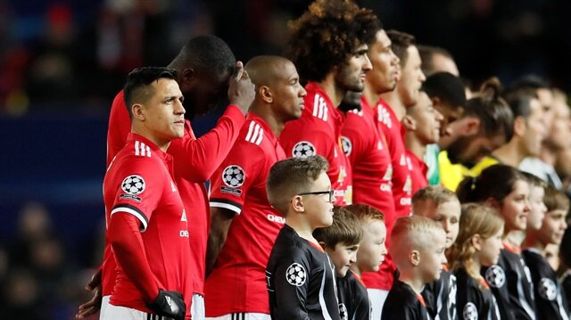 Manchester United, Şampiyonlar Ligi son 16 turunda kupadan elendi.