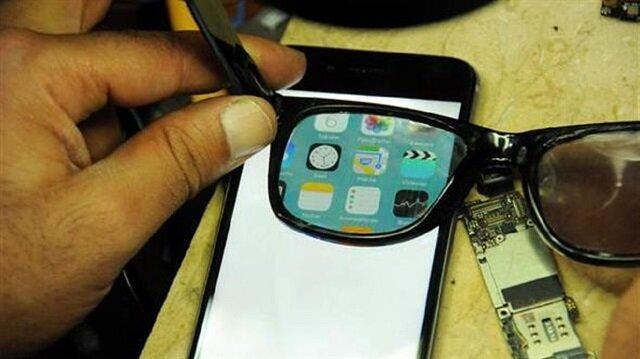 تركي يبتكر هاتفا ذكيا لا يرى إلا بنظارة صاحبه