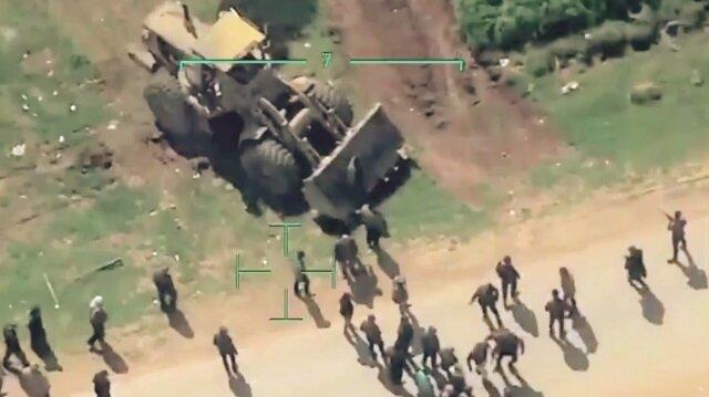 PKK'lı teröristlerin kenti terk etmek sivilleri hendekler kazarak engellemeye çalışıyor.