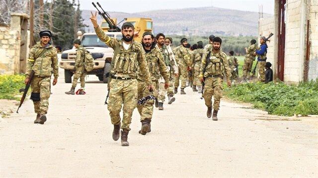 Fırat Kalkanı Harekâtı kapsamında ÖSO birlikleri geçtiğimiz yıl Bab sonrası Münbiç'e de yönelmiş ancak ABD askerleri PKK'nın önünde set oluşturmuştu.