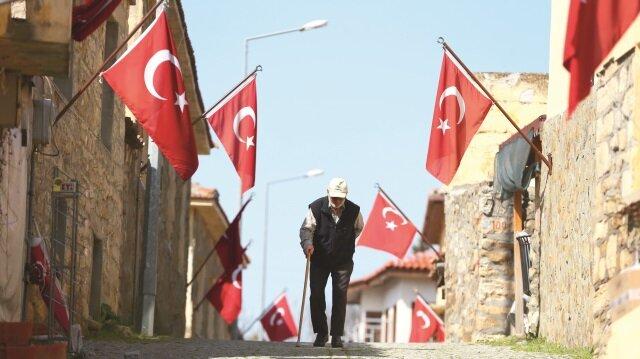 150 nüfuslu Bigalı köyü, bayraklar ile donatılması dolayısıyla 'Bayraklı köy' olarak da anılıyor.
