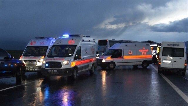 Yolcu otobüsüyle kamyon çarpıştı, kazada 36 kişi yaralandı