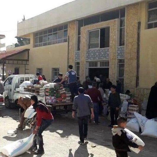 Afrin halkı YPG'nin <br>deposunu yağmaladı
