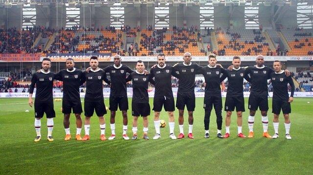 Beşiktaş ısınmaya 115. yıl formalarıyla çıktı