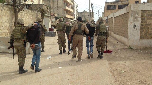 سكان عفرين السورية يسلّمون 3 إرهابيين للقوات التركية