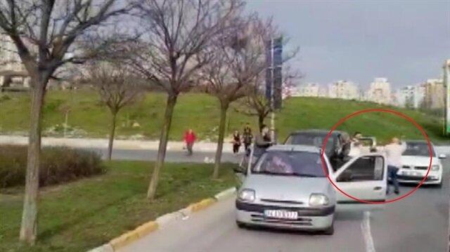 Sürücülerin bijon anahtarlı kavgası kamerada