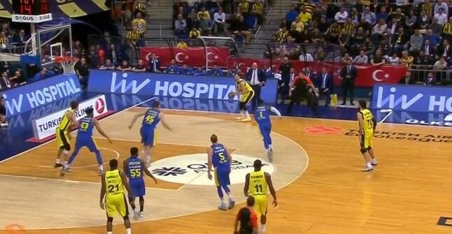 Maccabi benchi televizyon ekranlarından böyle görüldü.