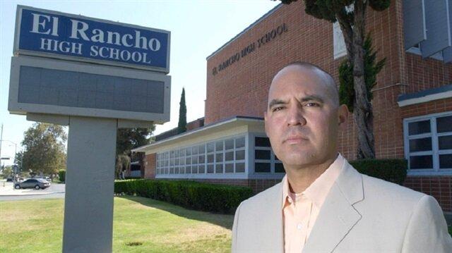 في بلد تدعي الديمقراطية: طرد معلم أمريكي من وظيفته لانتقاده الجيش