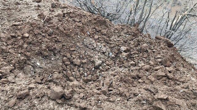 Operasyonda, 2 mutfak tüpüyle yola tuzaklanmış 60 kilogram ağırlığında el yapımı patlayıcı tespit edildi.