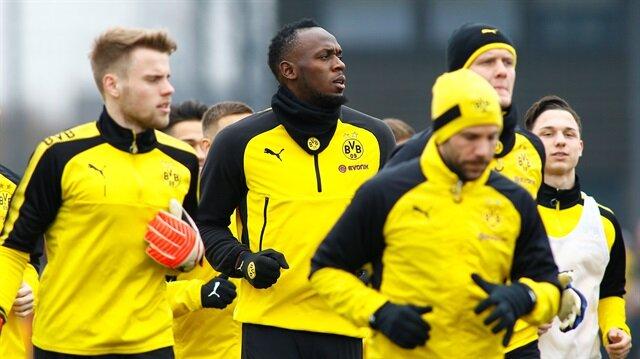 Usain Bolt trains with Borussia Dortmund players