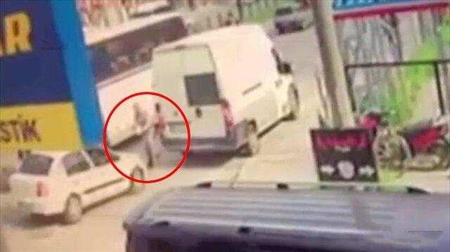 Bursa'da feci kaza: İki aracın arasında sıkıştı