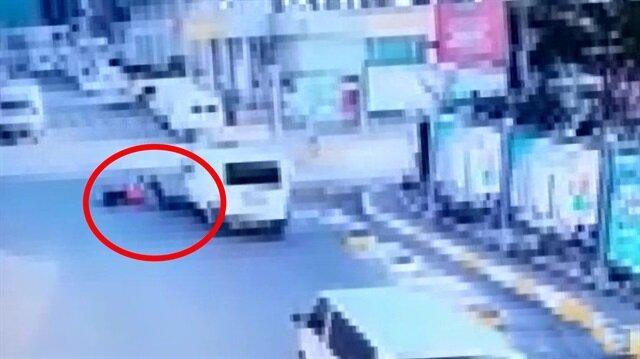 Dehşete düşüren kaza kamerada: Motosikletli kıl payı ölümden kurtuldu
