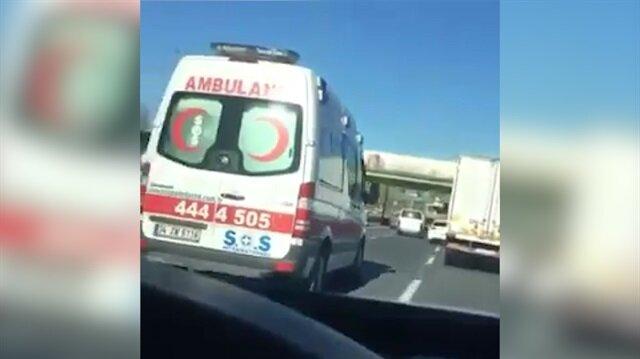 Trafik canavarı E-5'te ambulansla yarıştı!
