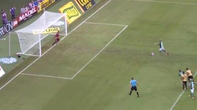 Melo kaçırdığı penaltıyla alay konusu oldu