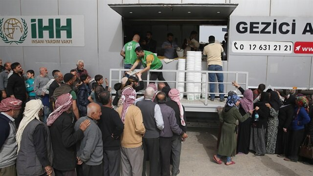 Turkish aid group gives hot meals to Afrin residents