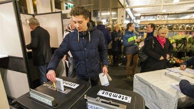 مسلمة من أصل صومالي تفوز بمقعد مجلس مدينة هولندية
