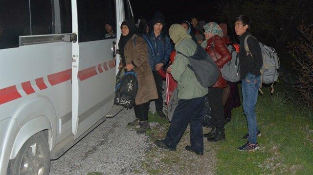 Yasa dışı yollarla Yunanistan'a geçmeye çalışan mülteciler Çanakkale'de gözaltına alındı.