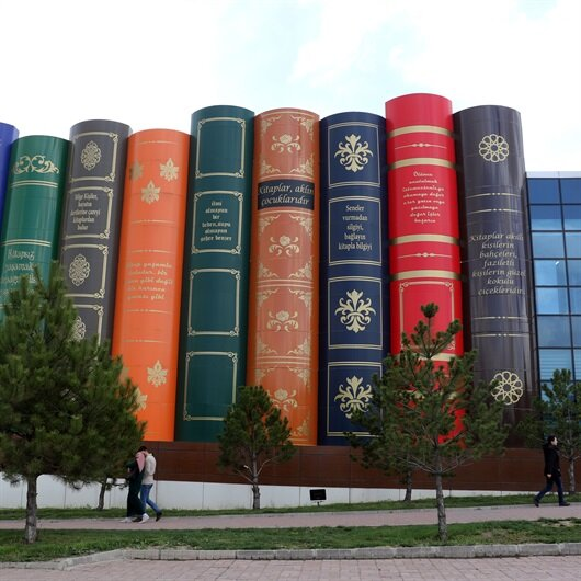Visitors throng unique library in Turkey