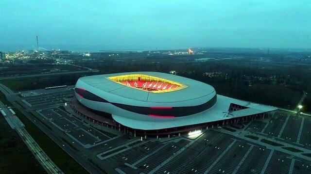 33 bin 919 kişilik Samsun Yeni 19 Mayıs Stadyumu.