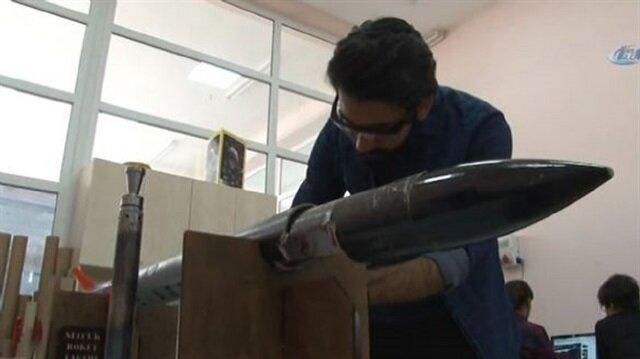 """طلاب جامعة تركية يخترعون""""صاروخ"""" كمشروع لتخرجهم"""