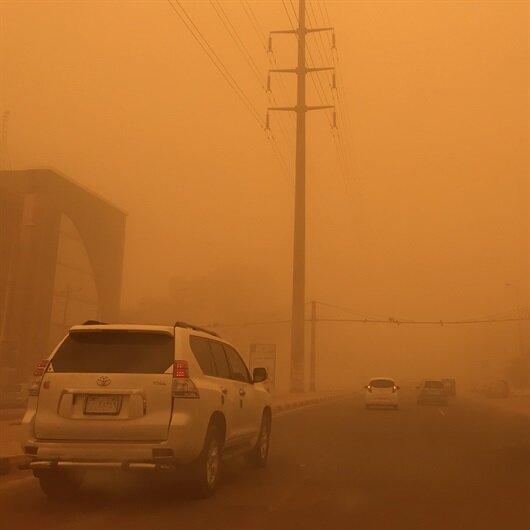 Sudan'da kum fırtınası şehri esir aldı