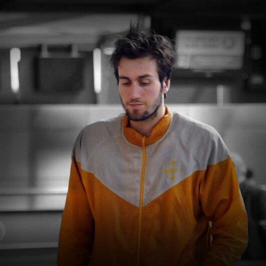Havalimanında yaşayan genç basketbolcu hastaneye kaldırıldı