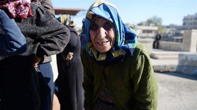 Afrin ilçe merkezinde yalnız yaşayan 89 yaşındaki Zeynep Hasalmanu'ya Mehmetçik sahip çıktı.