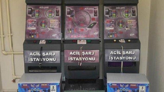 Ele geçirilen şarj istasyonu görüntüsü verilen kumar makineleri...