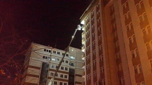 Rize'de bir apartmanın 12'inci katında çıkan yangın mahalle sakinlerini sokağa döktü.