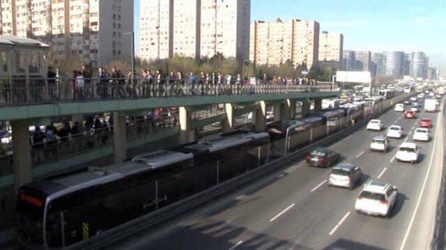 Yenbosna'daki metrobüs kuyruğu Şirinevler'e kadar ulaştı
