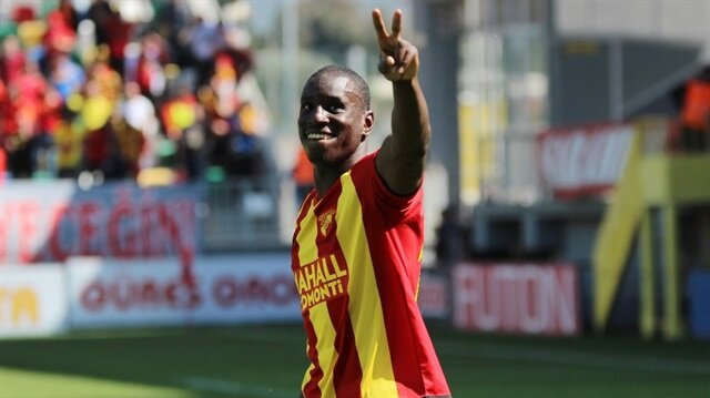 Demba Ba'nın kaçırdığı gol sosyal medyayı salladı