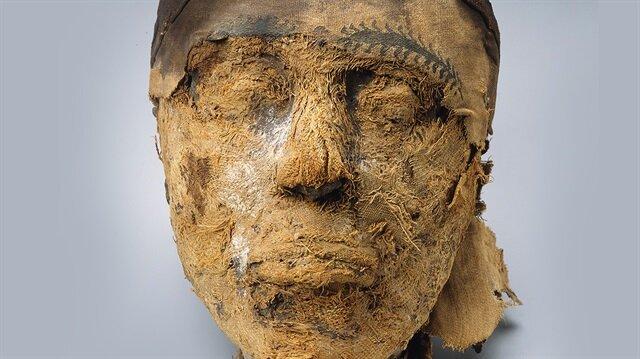 100 yılı aşkın süredir kesik mumya başının vali Cehutynakht'a mı yoksa eşine mi ait olduğu tartışılıyordu.