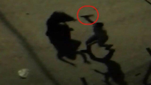 Satır ve bıçakların havada uçuştuğu kavga anbean görüntülendi