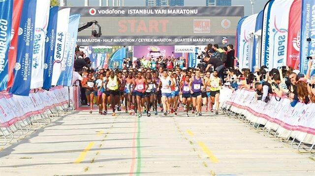 Vodafone İstanbul Yarı Maratonu saat 09.00'da Yenikapı Miting Alanı'nda başladı.