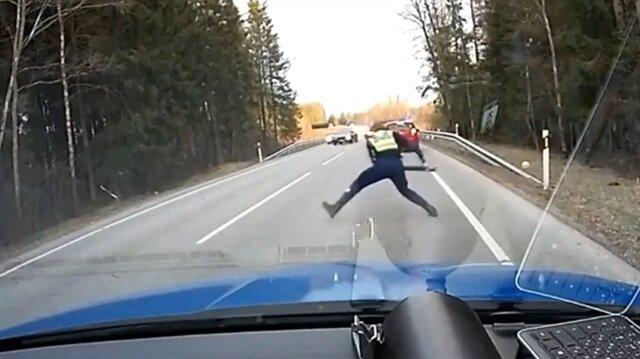 Polisten film sahnelerini aratmayan yakalama!