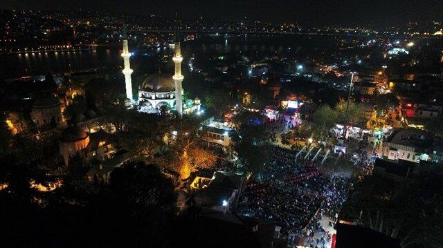 İstanbul'da Miraç Kandili'nde camiler doldu taştı