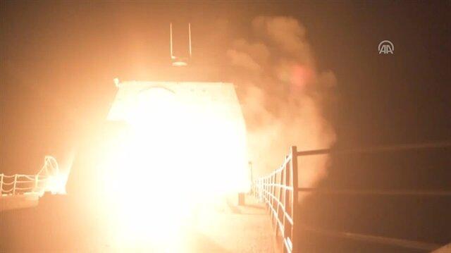 Esed'e atılan Tomahawk füzesinin fırlatılma anı