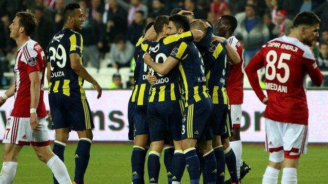 Fenerbahçe, Sivasspor'u deplasmanda 2-0 yenerek şampiyonluk yarışındaki takibini sürdürdü.