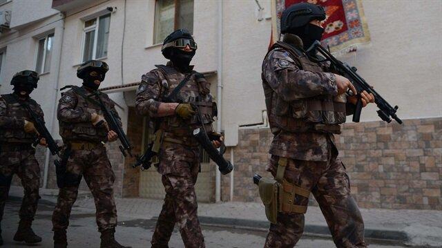 Terörle Mücadele Şubesi ekipleri, 9 adrese eş zamanlı operasyon düzenledi.