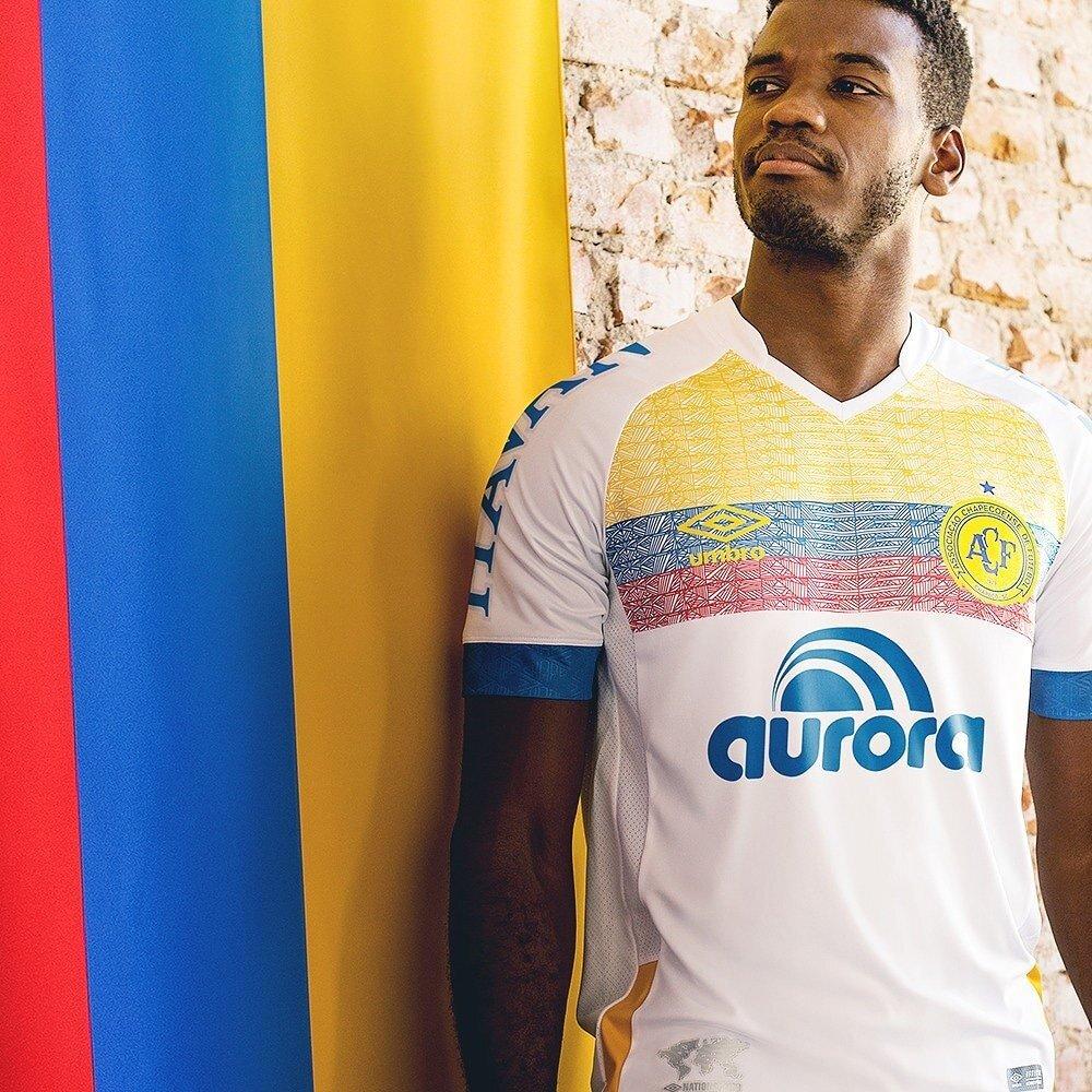 Yeni formanın üzerinde Kolombiya bayrağının renkleri yer aldı.