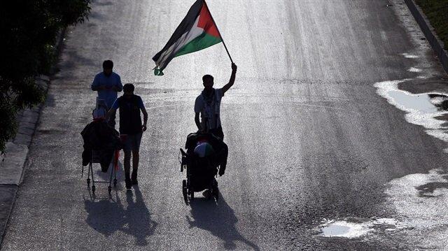 İsrail'in, Filistin'e yönelik zulmüne tepki göstermek amacıyla İsveç'ten Filistin'e yürüyerek giden İsveçli aktivist Benjamin Ladraa, Düzce'ye ulaştı.