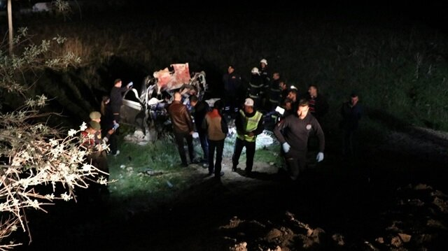 Nevşehir'de meydana gelen trafik kazası sonucunda 5 kişi hayatını kaybetti 4 kişi de yaralandı.