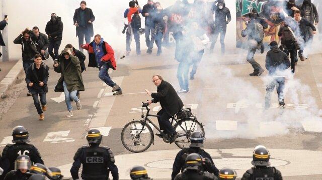 Fransa'da sokaklar savaş alanına döndü