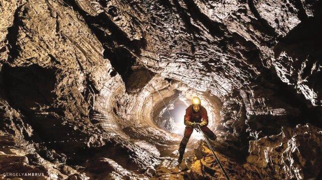 Rus speleologlar, Krubera'ya inmeyi başardı.