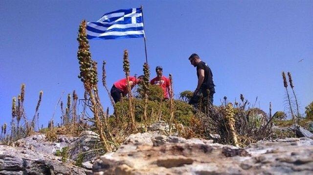 İşte Ege'de indirilen Yunan bayrağı