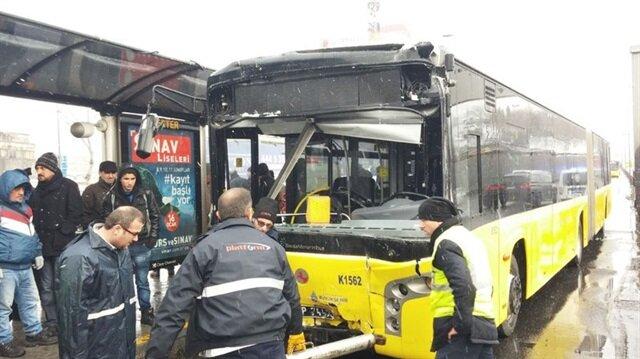 İETT Otobüsü kaza yaptı. - Arşiv