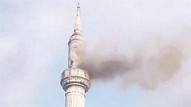 Tarihi camide çıkan yangın korkuttu