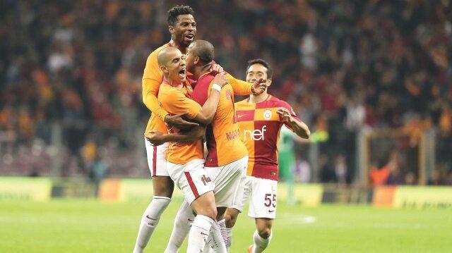 Galatasaray sahasında Medipol Başakşehir'i 2-0 yenerek yeniden liderliğe yükseldi.