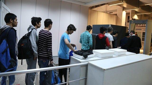 Türkiye'ye yasa dışı gelen Afgan göçmenler, ülkelerine gönderiliyor